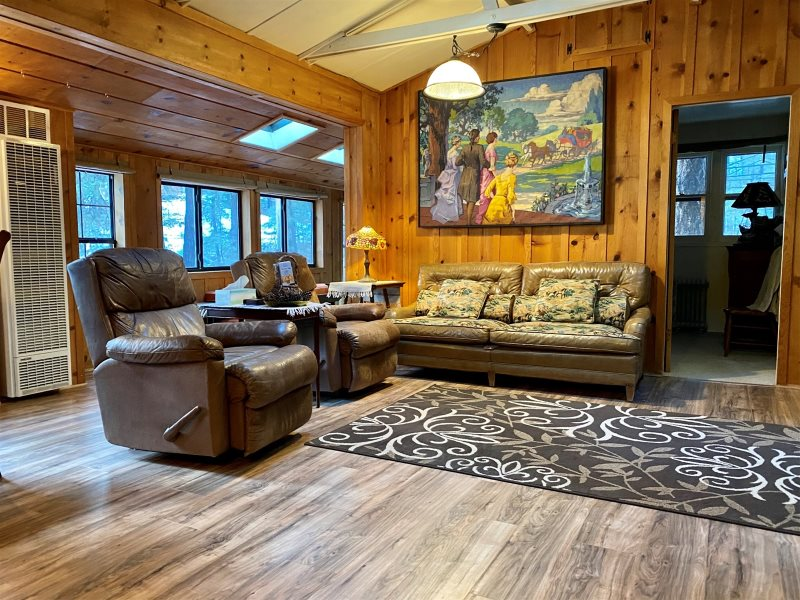 Cute, Cozy Cabin In The Tall Pines!