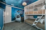 Bunk bed room with twin