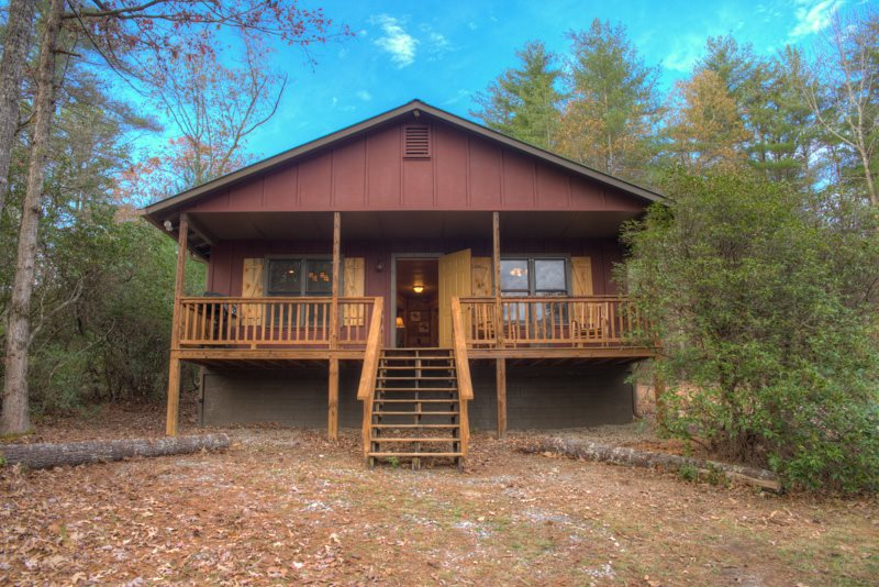 Superbe 2 Bdr Pet Friendly Vacation Cabin Near Helen GA | Chimney Mountain Cabin 1