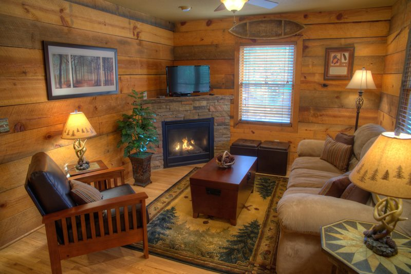 2 Bdr Pet Friendly Vacation Cabin near Helen GA   Chimney Mountain 2
