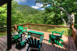 Mountain Hydeaway - Upscale vacation cabin rental near Helen Georgia with Yonah Mountain Views