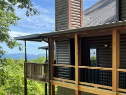 Eagles View - Rustic and Upscale Mt Yonah Vacation Cabin Rental with Amazing Mountain Views