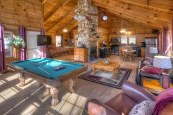 Bears Den - Romantic, Upscale Couples Cabin with Indoor Jacuzzi and Outdoor Hot Tub