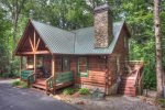 Southern Comfort - Ultimate and Spacious Vacation Cabin Getaway with Fabulous Entertainment Area