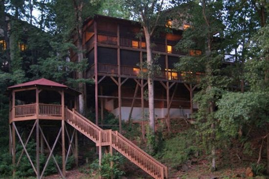 A Luxury Helen Vacation Cabin Rental On The Beautiful Chattahoochee River  In Alpine Helen.