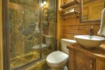 Hothouse Hideaway - Full Bathroom