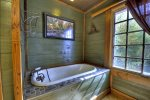 Tippy Canoe - Upper Level Bathroom