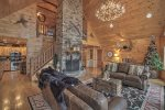 Grand Mountain Lodge - Living Area
