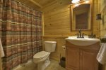 Stargazer - Lower Level Bathroom w/ Tub/Shower Combo