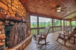 Bearing Haus - Screened-In Porch w/ Wood Burning Fireplace