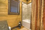 Vista Rustica - Entry Level Bathroom