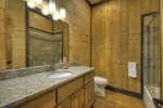 3 Peaks - Attached Private Bathroom