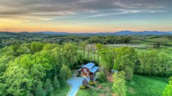 Moonlight Retreat - 10 minutes from Downtown Blue Ridge