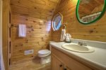 Sunset Ridge - Upper Level Bathroom w/ Tub/Shower Combo
