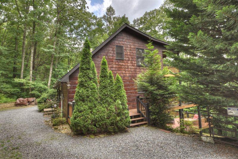 Highlands Hideaway in Blue Ridge - North GA Cabin Rental