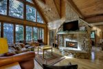 Reel Creek Lodge - Living Area
