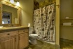 Reel Creek Lodge - Lower Level Bathroom w/ Tub/Shower Combo