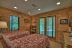 Black Bear Bungalow - Lower Level Double Twin Bedroom