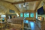 Deer Trails - Upper Level King Bedroom