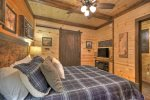 The Bears Den - Queen Bedroom