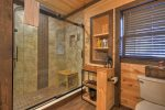 The Bears Den - Shared Walk-in Shower Bathroom
