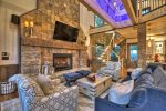 Martini Mountain Chalet - Entry Level Common Area