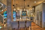 Martini Mountain Chalet - Entry Level Chefs Kitchen with Large Island