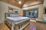Nottely Island Retreat - Entry Level King Master En Suite
