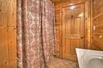 Amen Corner - Entry Level Shared Bathroom