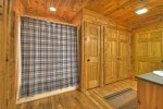 Hogback Haven - Entry Level Shared Full Bathroom w/ Bunk Room