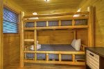 Hogback Haven - Bunk Room Off of Entry Level Queen Bedroom