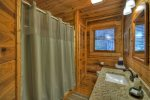 Ridgetop Pointaview - Entry Level Shared Bathroom