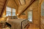 Dawg Paddle - Upper Level Queen Bedroom