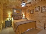 Bearly Roughing It - Lower Level Queen Bedroom