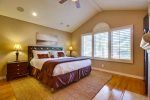 Master suite with king bed & en suite bath