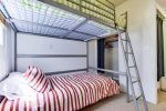 Twin bunk set with closet - South Mission Beach, San Diego Vacation Rental