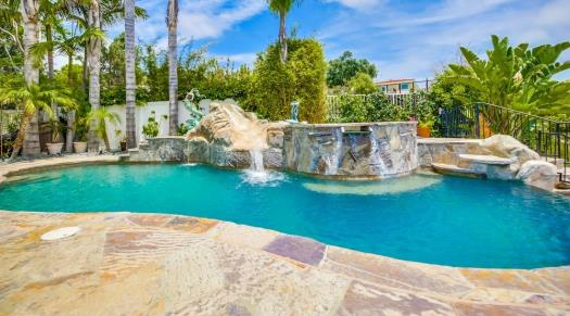 Vacation Rentals with Pools