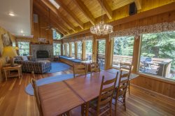 Bright Fallen Leaf Lake cabin with huge deck! 5 bedrooms & sleeps 12
