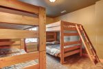 Bedroom with Full/Twin bunks