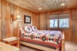 Couloir Cabin master with queen log bed.