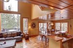 Big Bear Lodge with vaulted ceilings and viewa.