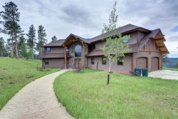 Mt. View Retreat - New Listing with beautiful views!