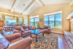 Live on the Edge. Stylish Home with towering view of Ogden Valley!