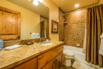 Utah Lodging / TR 123 / Upper Level / Bathroom