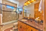 Utah Lodigng / Fairways 2 / Bathroom