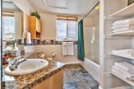 Utah Lodging / MH 409 / Upper Level / Bathroom