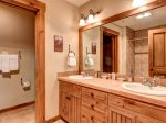 Bathroom in 1 Bedroom Mountain Thunder Lodge