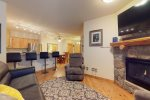 Living Room - Tenderfoot Lodge 2 Bedroom - Gondola Resorts