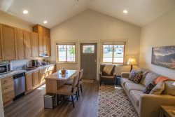Middle Executive Kitchen, Sisters Lodging