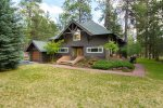 Pinecone Lodge - Western themed, updated 3 bedroom / 2.5 bath on large lot. Full of grass for the whole family to enjoy.�
